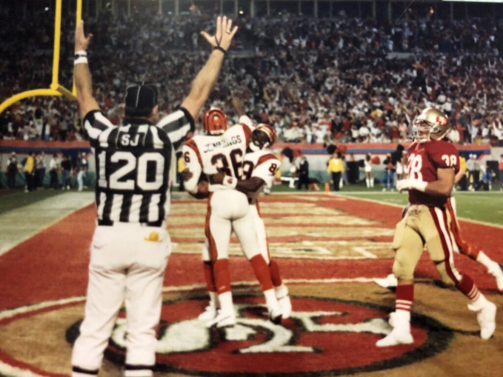 La celebración de Stanford Jennings tras aquella legendaria jugada en el Super Bowl.